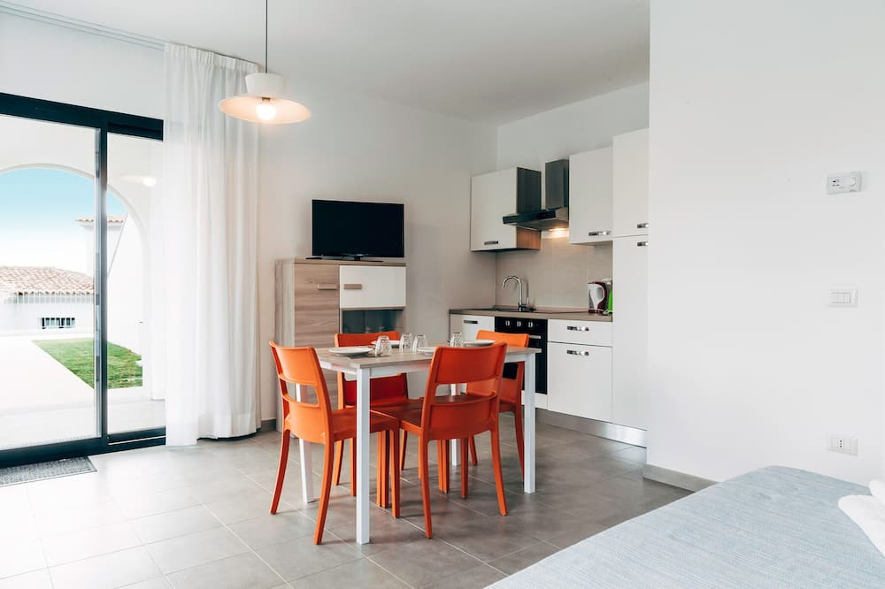 Basic-Studio, 1 Queen-Bett, Hügelblick - Wohnbereich