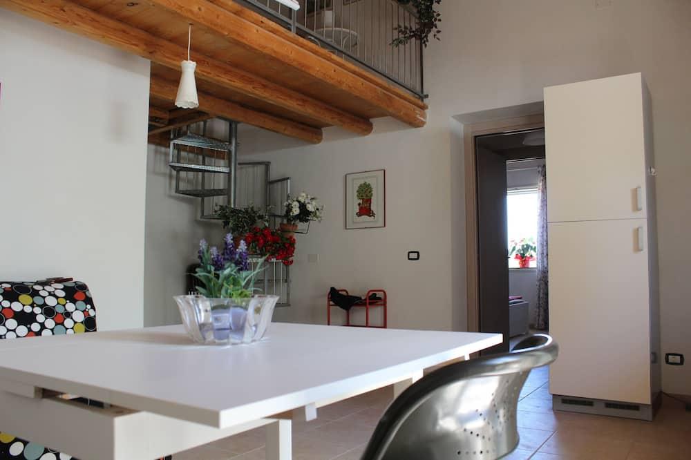 דופלקס משפחתי, מספר מיטות, נוף ליקב (MARIA) - אזור אוכל בחדר