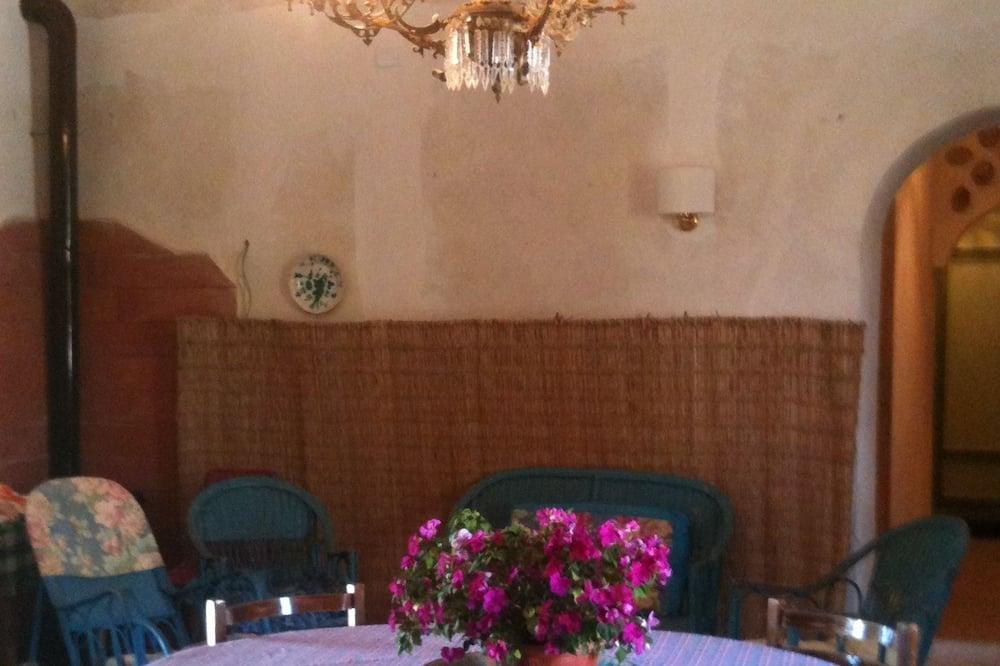 דירה משפחתית, מספר מיטות, נוף לתעלה, קומת קרקע (CASA OLGA) - אזור אוכל בחדר