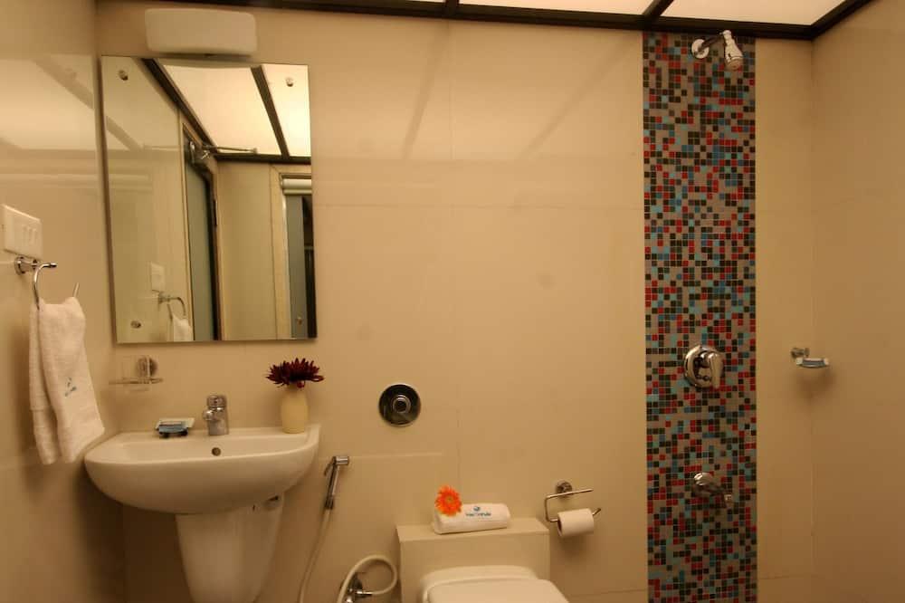 ห้องดีลักซ์ดับเบิลหรือทวิน, ปลอดบุหรี่, วิวเมือง - ห้องน้ำ