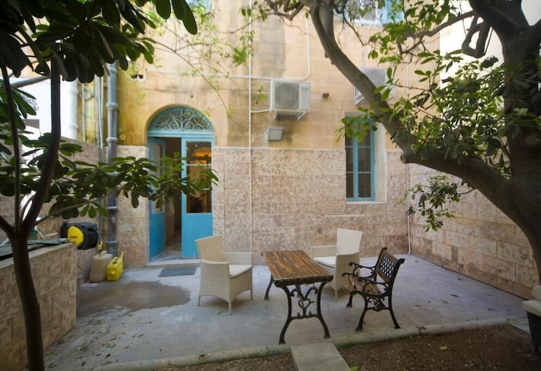The Maltese Sun, Sliema, Double Room, Patio, Teres/Laman Dalam
