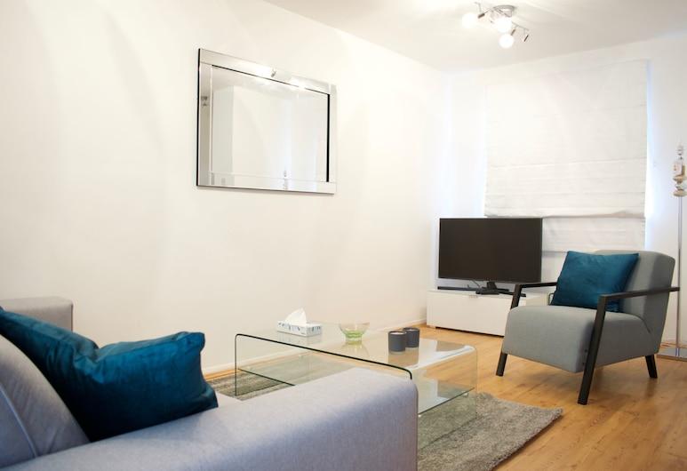 แฟลตตกแต่งใหม่ 2 ห้องนอนที่เบอร์มอนด์เซย์เฮาส์, ลอนดอน