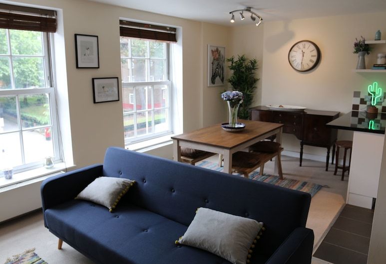 2 Bedroom Nestled Between Battersea & Clapham, Londen