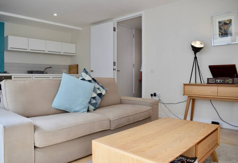 Lovely 1 Bedroom Apartment by the Thames, Lontoo