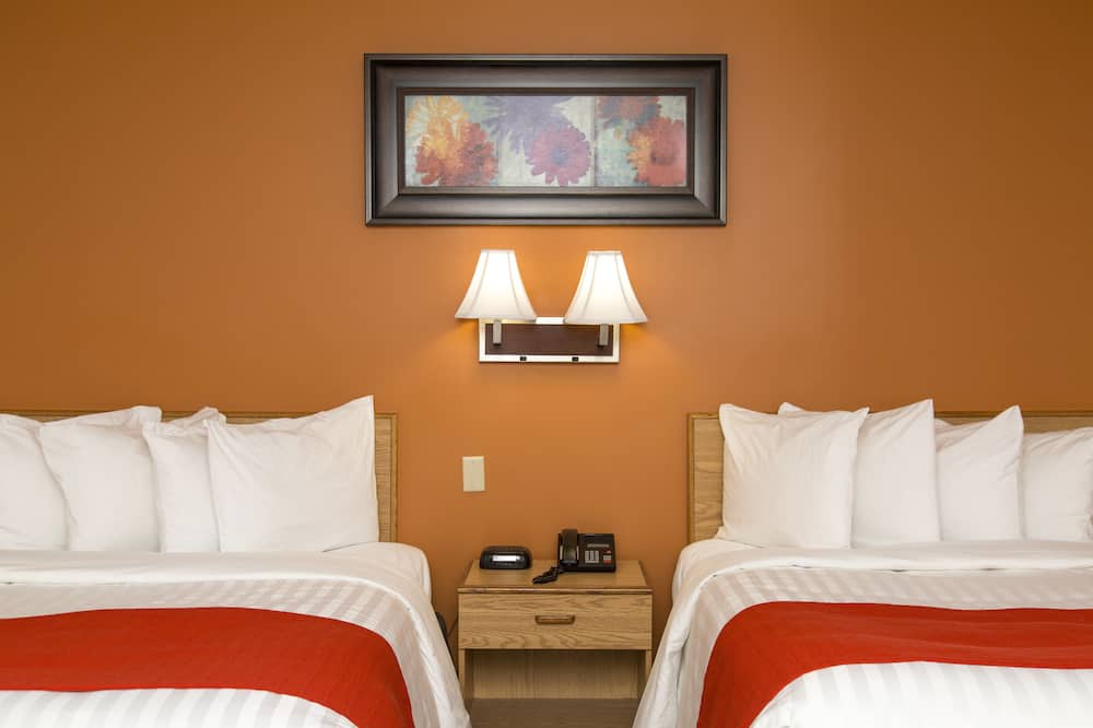 Basic szoba kétszemélyes ággyal, több ágy, kilátással a kertre - Nappali rész