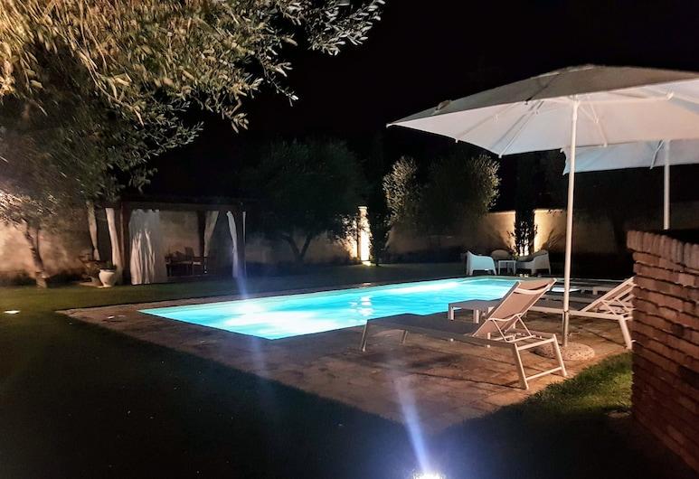 Borgo Luna, Мандурія, Відкритий басейн