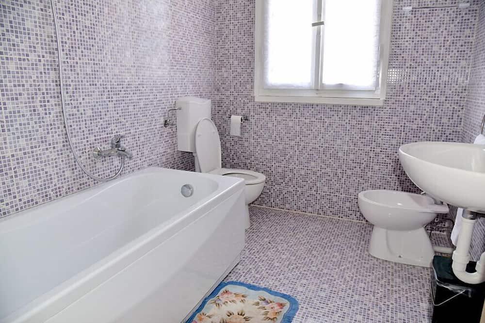 Basic neljatuba, ühiskasutatav vannituba - Vannituba