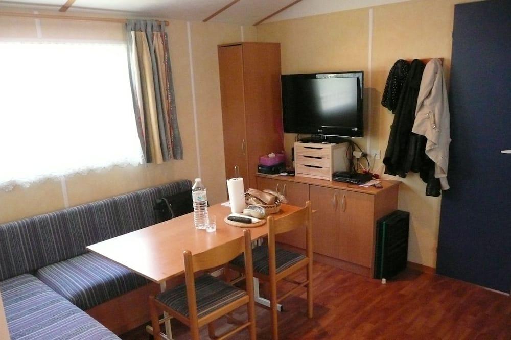 Mobile Comfort-Unterkunft, Mehrere Betten, Terrasse, Gartenblick - Wohnbereich