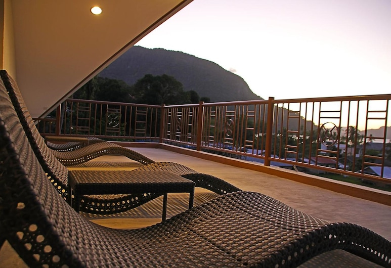 OYO 692 Layang Layang Home, El Nido, Terrace/Patio