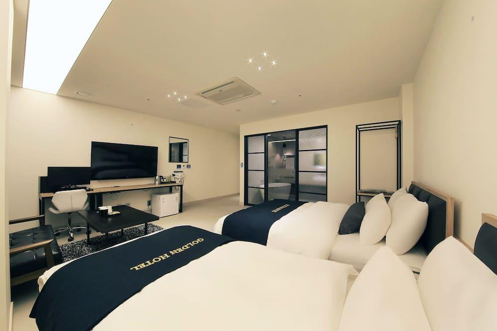 Deluxe Room (1 Double Bed, 1 Single Bed) - Bilik Tamu