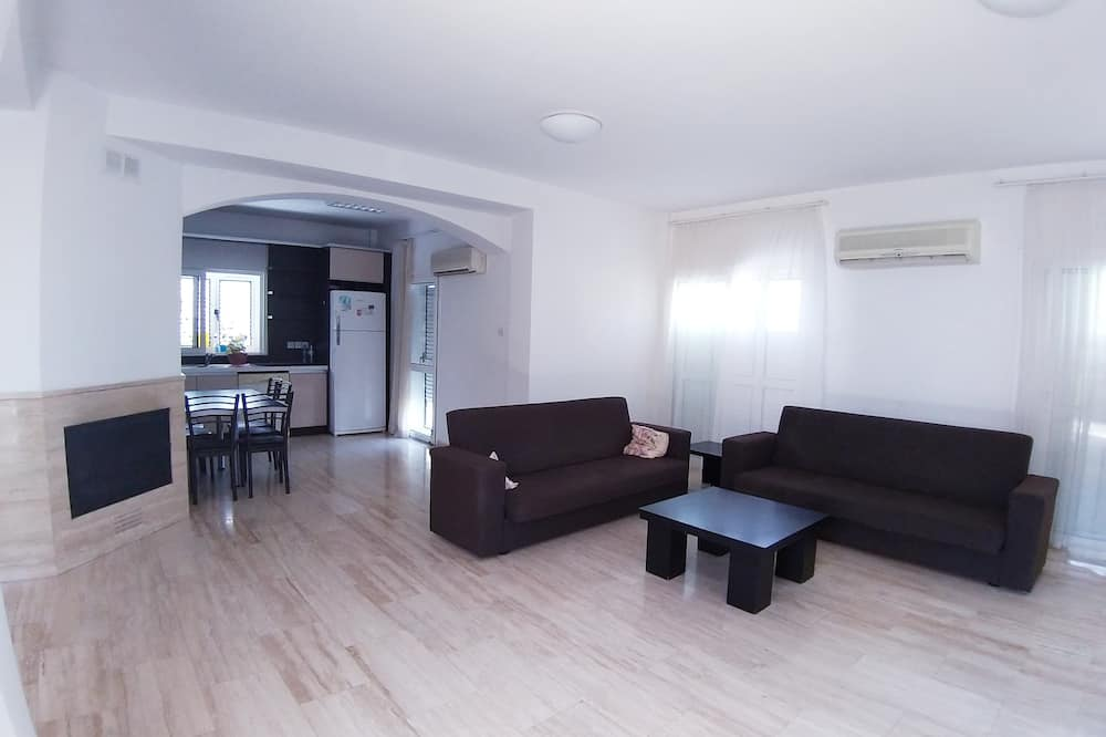 Panoramic Villa, 2 Bedrooms, Balcony, Sea View - Living Room