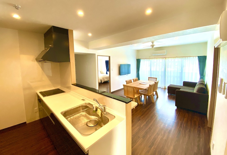 M's Stay Okinawa, Chatan, Royal apartman, Nappali