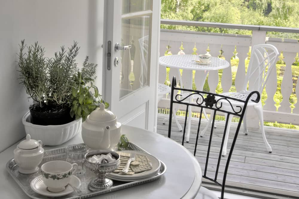 English Apartment, 2 Double Bedrooms - In-Room Dining
