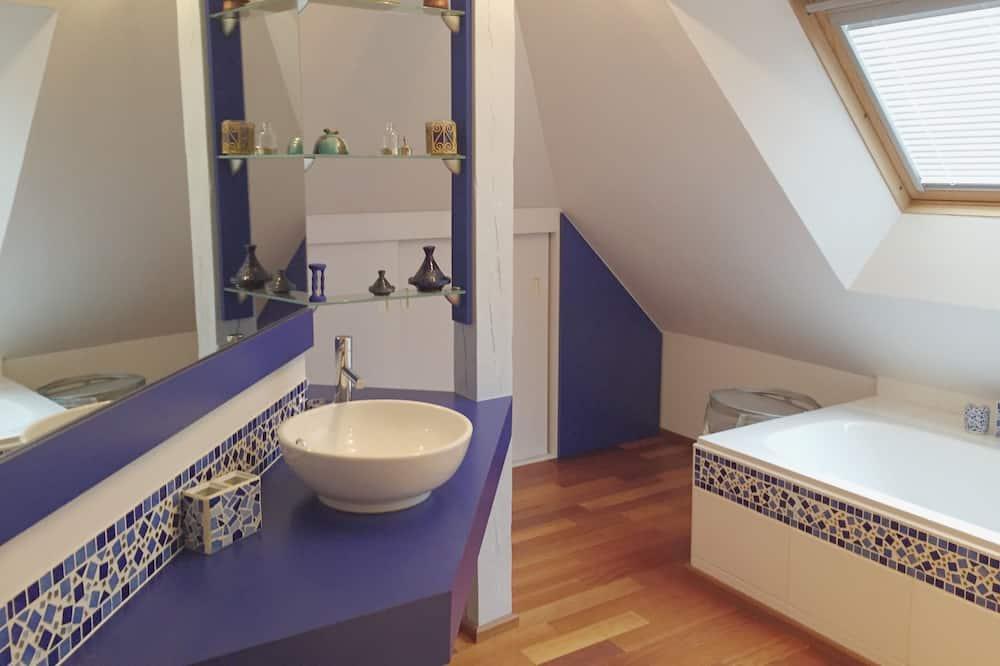 Huone (Côté Jardin) - Kylpyhuone