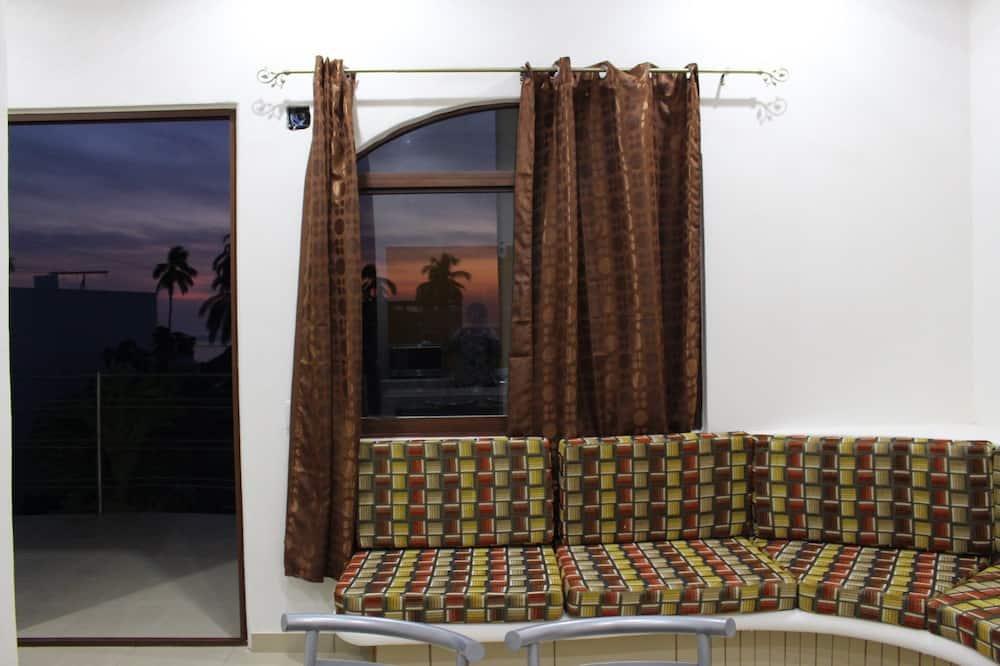 Classic Apartment, 2 Bedrooms, Balcony - Living Area