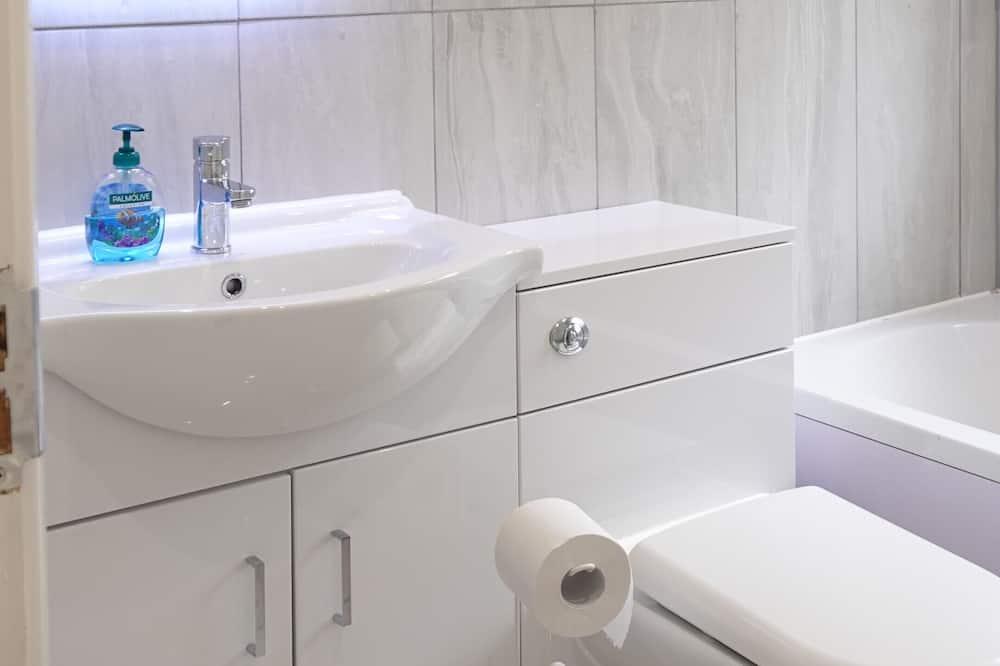 Single Room (Room 3) - Bathroom