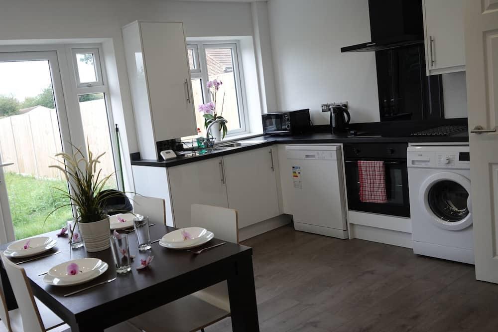 Comfort Triple Room (Room 1) - Shared kitchen facilities