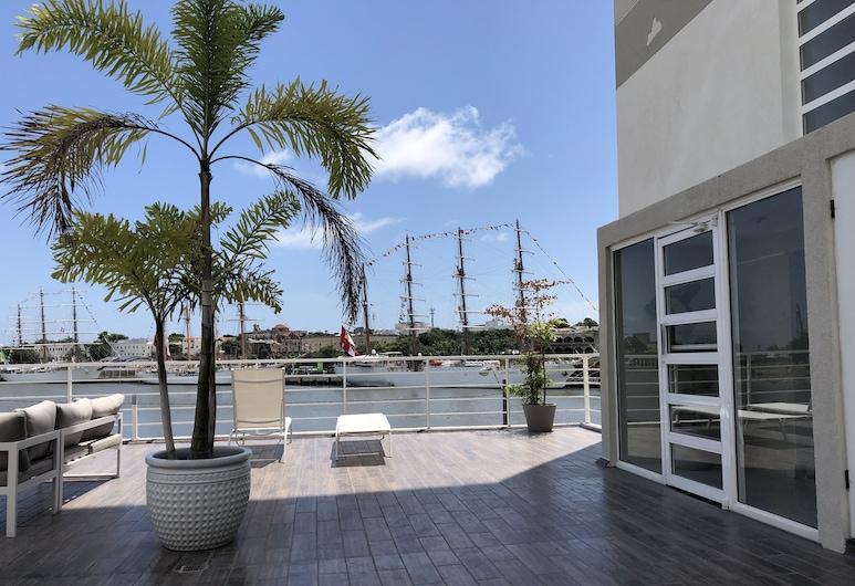 Estancia Riviera Colonial, Santo Domingo Este, Porche