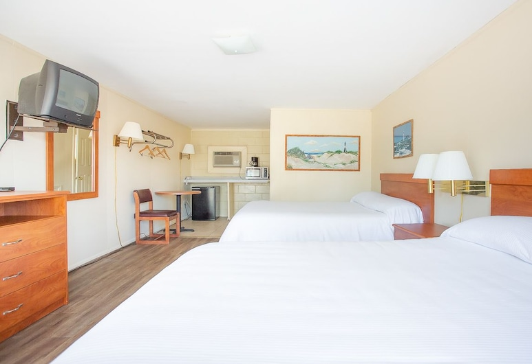 Royal Palm Motel, Tybee Island, Standard Room, 2 Double Beds, Guest Room