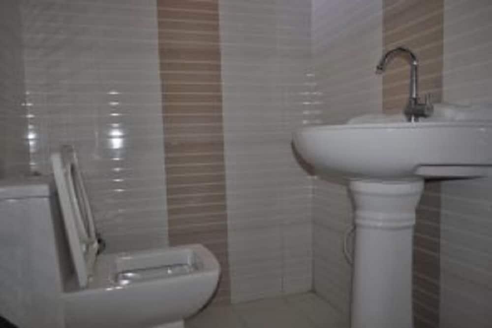 Deluxe Room, Hill View - Bathroom