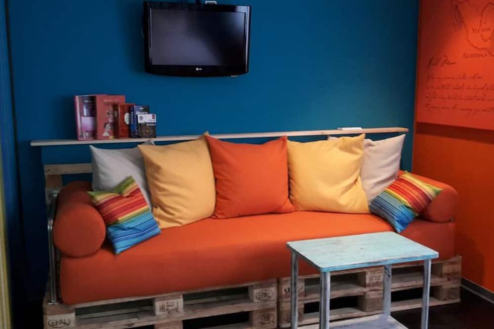 Standard szoba kétszemélyes ággyal, 1 queen (nagyméretű) franciaágy - Nappali rész
