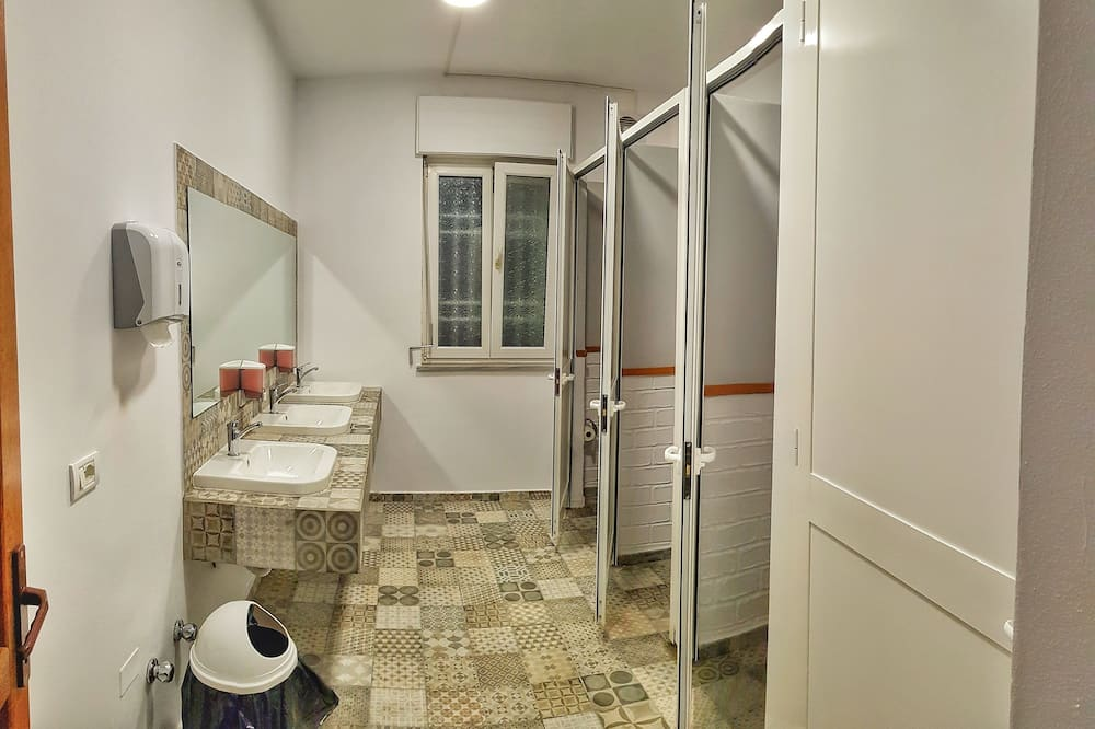 Shared Dormitory, Women only (6 Beds) - Bathroom