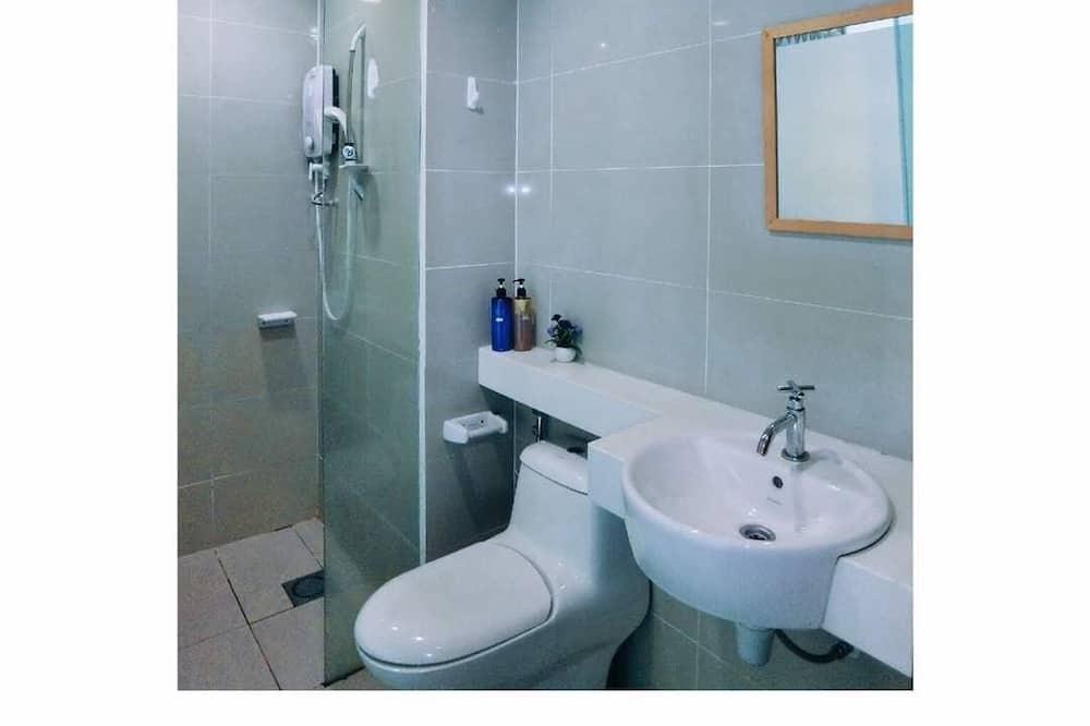 經濟開放式客房, 多張床 - 浴室