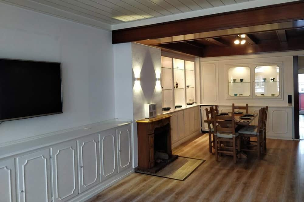 Apartment (Burgplatz) - Tempat Makan dalam Bilik