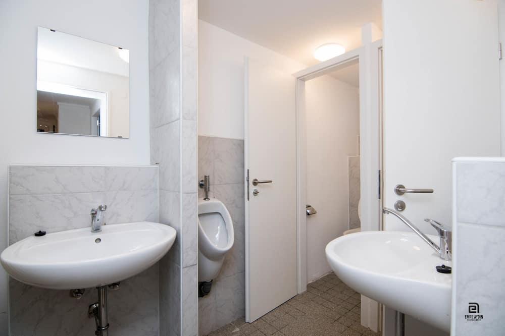 Shared Dormitory, 10 People - Badezimmer