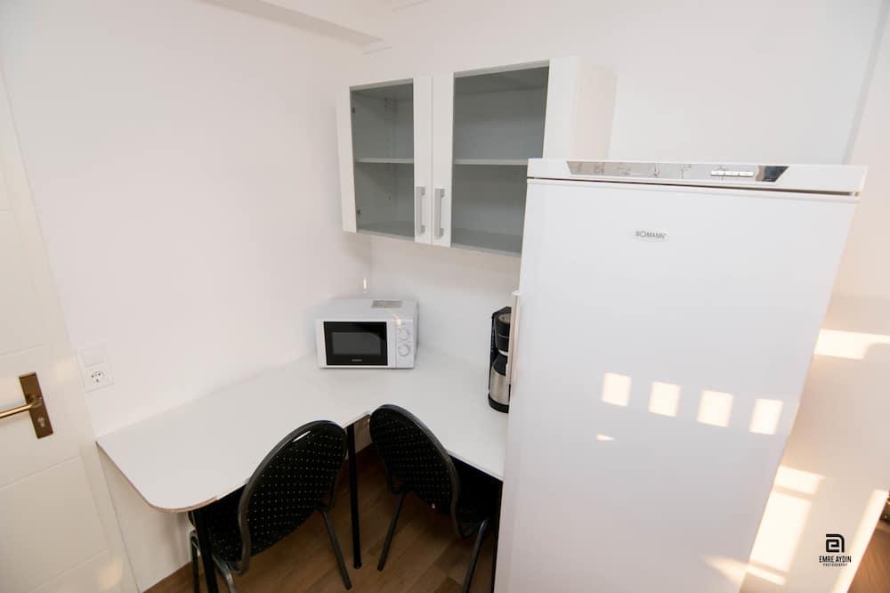 Shared Dormitory, 8 People - Essbereich im Zimmer