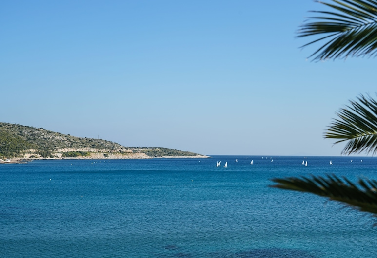 Seaside Secret by BluPine, Vari-Voula-Vouliagmeni, Strand