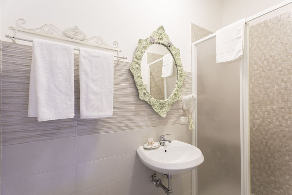 Classic Δίκλινο Δωμάτιο (Double), Θέα στην Πόλη (Bouton de Rose) - Μπάνιο