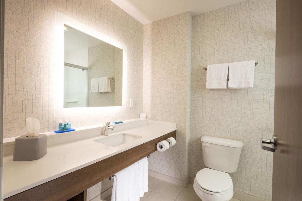 ห้องพัก, เตียงคิงไซส์ 1 เตียง, พร้อมสิ่งอำนวยความสะดวกสำหรับผู้พิการ (Hearing, Roll-In Shower) - ห้องน้ำ