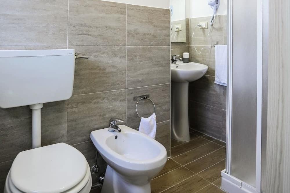 Двомісний номер, 1 двоспальне ліжко, суміжна ванна кімната - Ванна кімната