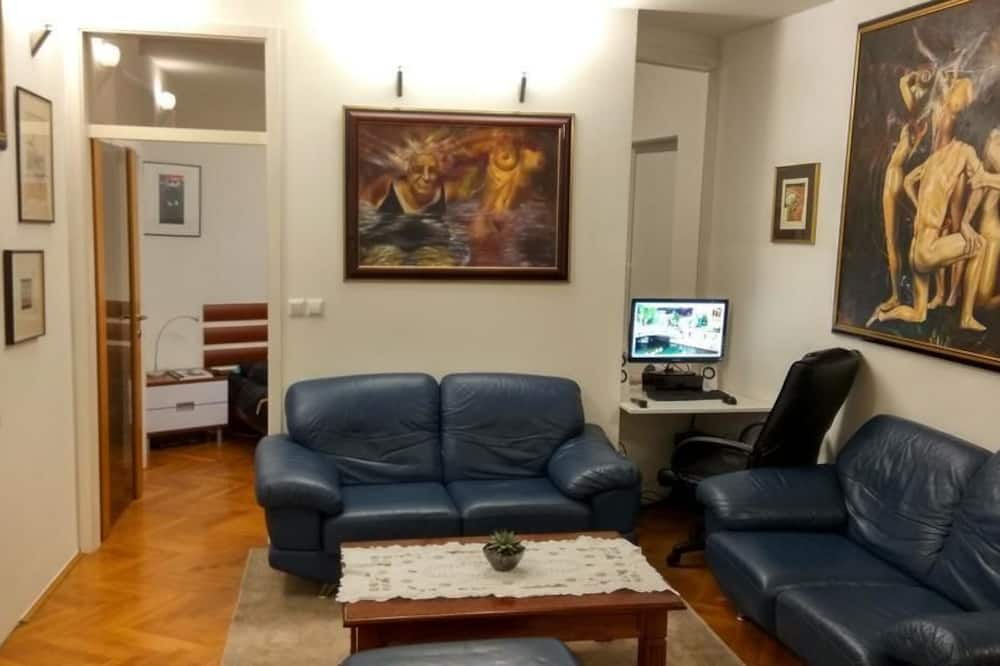 Family Apartment, Multiple Beds, Mountain View - Living Area