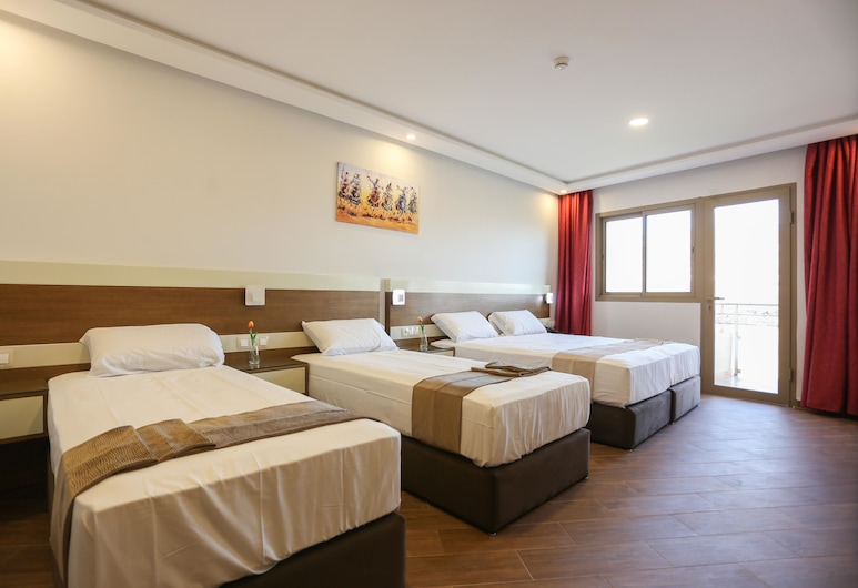 Hotel Makarim Tetouan, Тетуан, Чотиримісний номер, з видом на гори, Номер