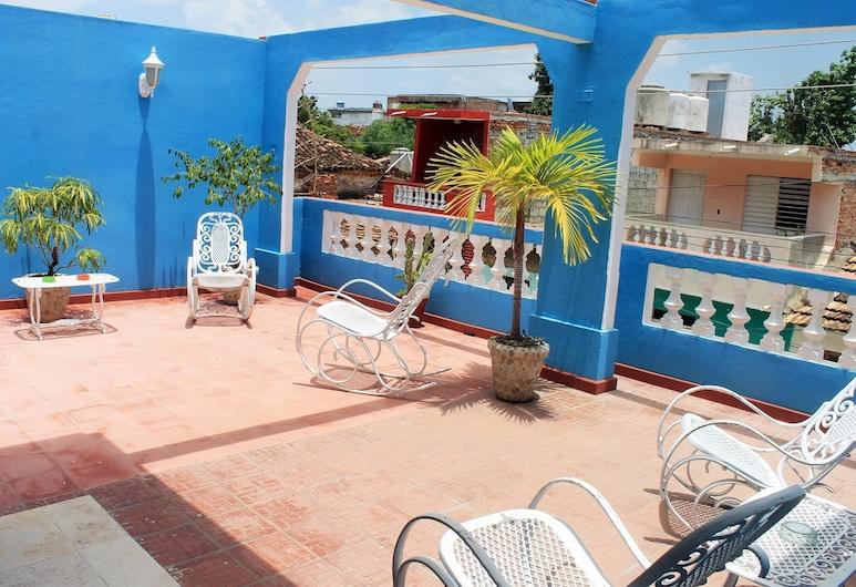 Hostal Casa Los Herederos, Trinidad, Family Triple Room, Terrace/Patio