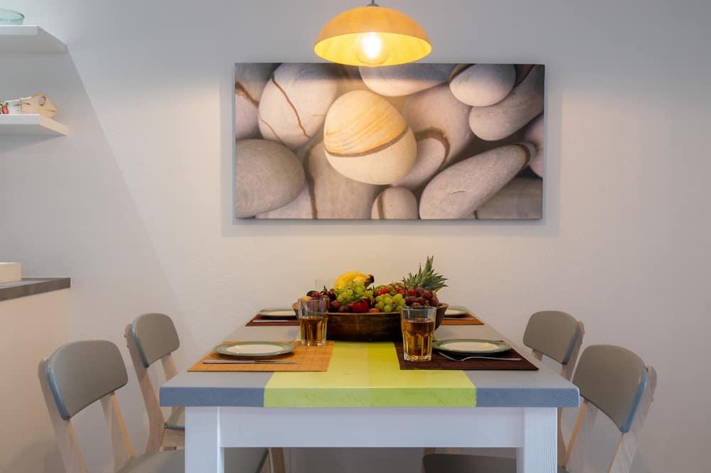 Executive-huoneisto, Näköala pihalle - Ruokailu omassa huoneessa