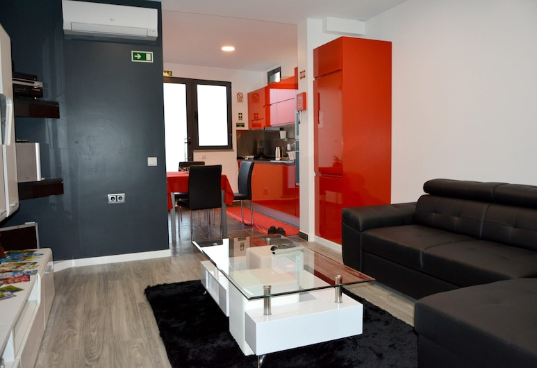 Apartment With one Bedroom in Funchal, With Wonderful sea View and Wifi - 10 km From the Beach, Фуншал, Вітальня