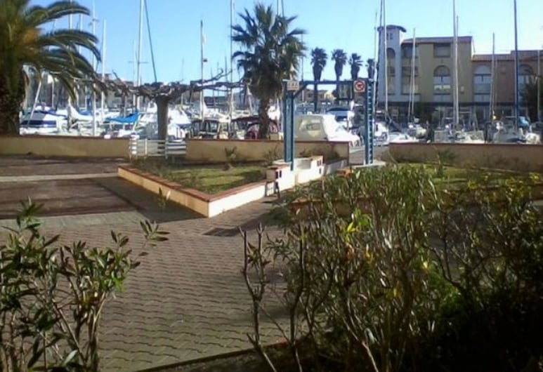Studio in Leucate, With Wonderful sea View, Pool Access and Enclosed Garden - 100 m From the Beach, Leucate, Property Grounds