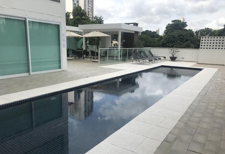 فرساتيل كويابا , كويابا, حمام سباحة