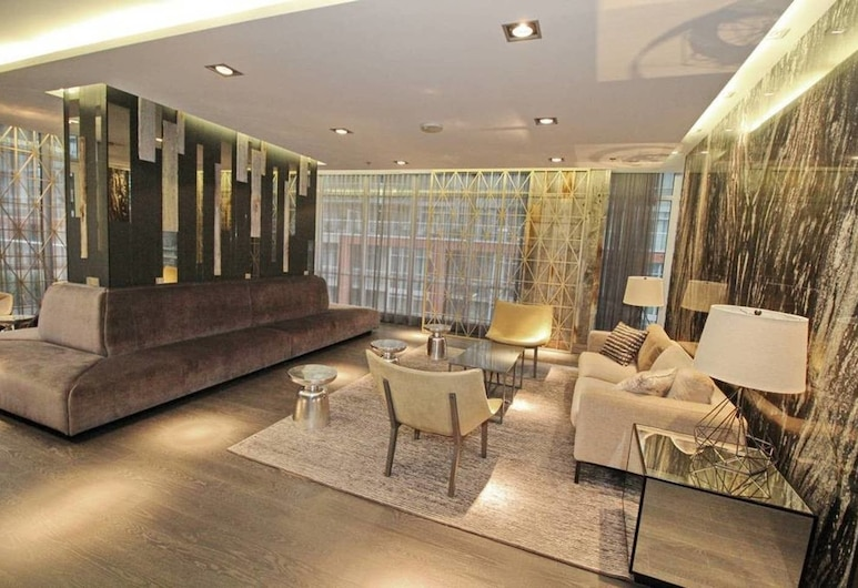 Executive 3Br in Entertainment District, Toronto, Lobby Sitting Area
