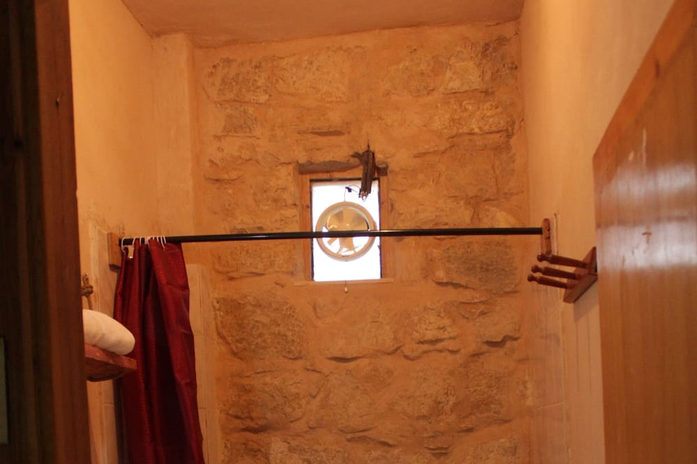 Dvojlôžková izba typu Deluxe, 2 jednolôžka, výhľad na hory - Kúpeľňa