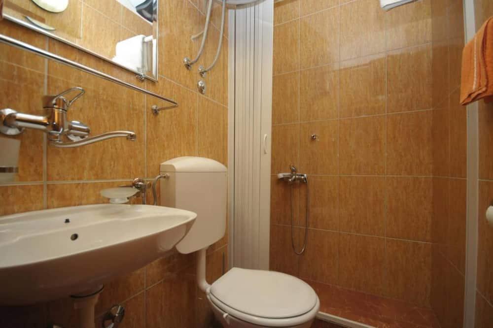 Studio, Multiple Beds, Mountain View - Bathroom
