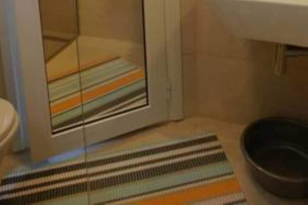Studio, City View - Bathroom