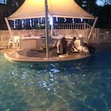 Quầy bar sát hồ bơi