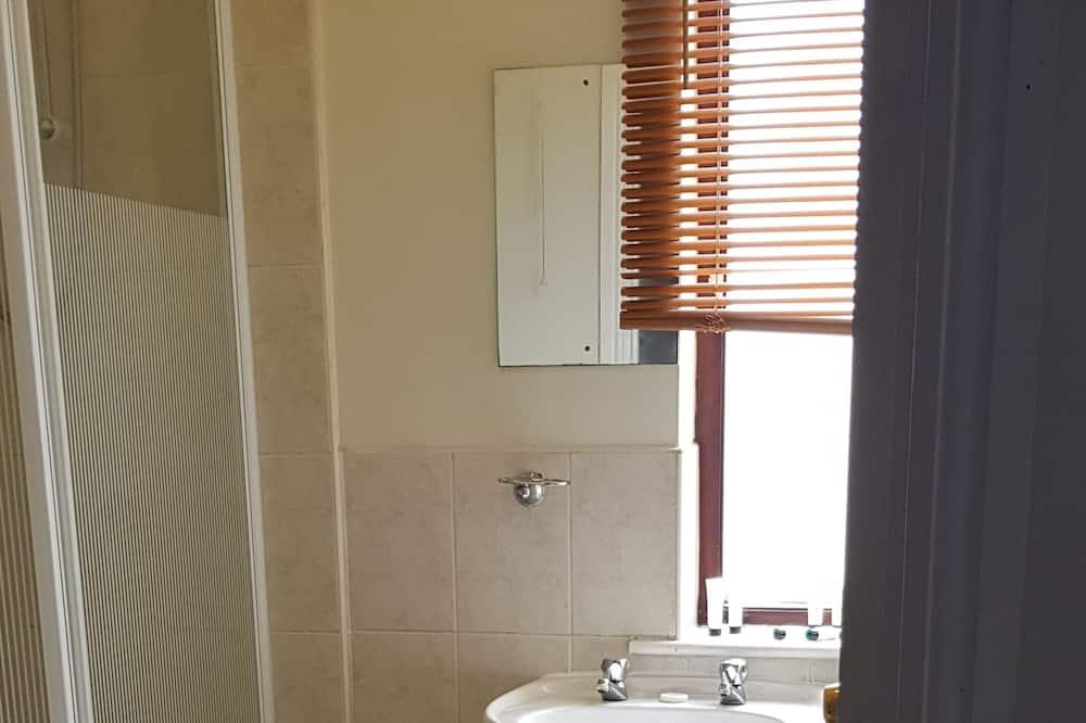 Quadruple Room, Ensuite - Bathroom