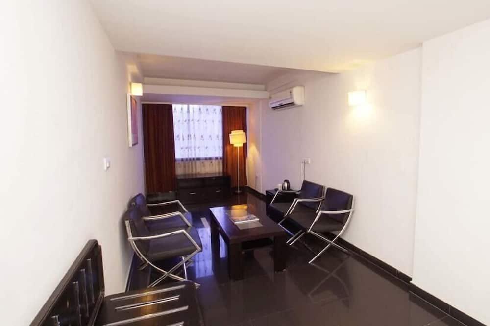 Standard Double or Twin Room, Multiple Beds, City View - Living Area