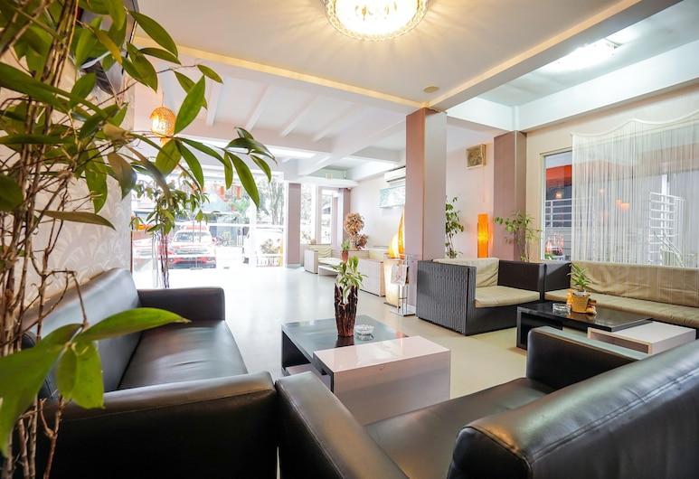 OYO 955 Hotel Boulevard, Manado, אזור ישיבה בלובי