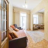 Családi apartman, több ágy, kilátással az udvarra - Nappali rész